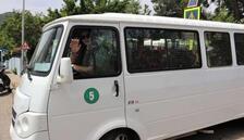 Üniversite mezunu Şebnem Şanlı, 20 yıldır okul servisi şoförlüğü yapıyor
