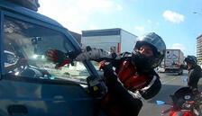 E-5'te motosikletli çılgına döndü