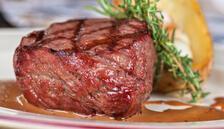 Bayramda eti öğlen yiyin, yanında bol salata tüketin