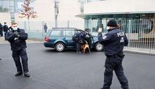 Merkel'in ofisine saldırı girişimi