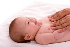 Yeni doğan bebek bakımı ve masajı hakkında ipuçları