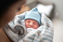 Bebeğinizin ilk kışı: Yenidoğan bebekler soğuk havalarda nasıl korunur?