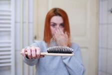 Saç Dökülmesi Neden Olur? Saç Dökülmeleri Nasıl Tedavi Edilir?