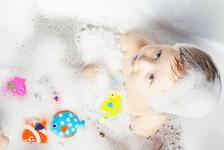 Çocuğunuz için banyo zamanını eğlenceli hale getirebilirsiniz! İşte öneriler...