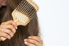 Bu hataları yapıyorsanız dikkat! Saçınızı tararken...
