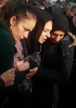 Ankarada okulda ölen Mert toprağa verildi Annesi Sen ne yaptın Mert diye gözyaşı döktü