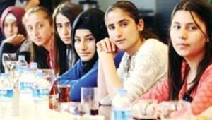 Aydın Doğan Vakfı en başarılı 15 kız öğrenciye ödül verdi