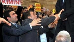 HSYK Başkanvekili Özbeke protesto