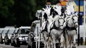 İsyanın simgesine yüzlerce kişilik cenaze