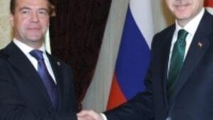 Medvedevin Türkiye ziyareti gündeme bomba gibi düştü