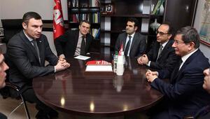 Davutoğlu, Kievde muhalif lider Kliçko ile görüştü