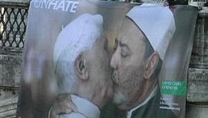 Vatikan bastırdı bu fotoğraf kalktı