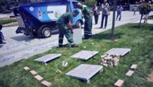 Gezi Parkından kaldırılan mezar taşları yeniden dikildi