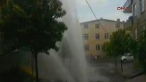 Avcılarda su borusu patladı, mahalle göle döndü