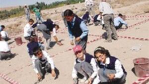 Aşıklı Höyük'te çocuklar tarihin sırlarını öğreniyor