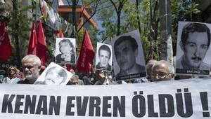 Kenan Evren için devlet töreni düzenlenmesini protesto ettiler