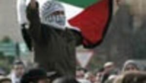 Israel aims to cripple Hamas, warn other foes