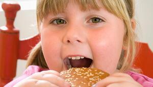 Tek çocuk obez oluyor