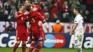 Bayern Münihi Gomez uçurdu