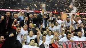 Olympiakos üst üste ikinci kez şampiyon
