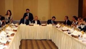 Kılıçdaroğlu köşe yazarlarıyla kahvaltıda buluştu