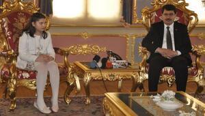 İstanbul Valisi Vasip Şahin koltuğunu devretmedi, yan yana oturdu