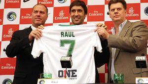New York Cosmos, Raulu basına tanıttı