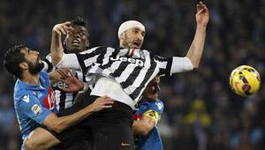 Juventus Napoliden 3 puanla döndü