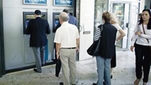 Yunanlılar 'drahmi' kabusu ile bankalardan 7 milyar Euro çekti