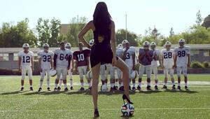 Adriana Lima sahaya indi 1 ay sadece futbol