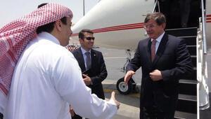 Davutoğlu ateşkes için Katara gitti
