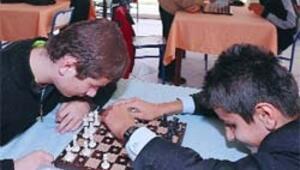 Görme engelli gençler satranç turnuvasında