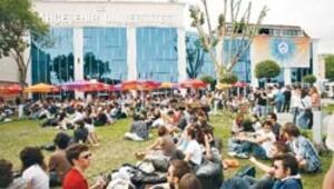 Öğrenci kapmak için milyonlar harcanıyor