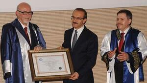 Uşak Üniversitesi'nden Atasay Kamer'e fahri doktora