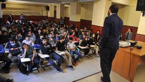 Liselilere güvenli internet kullanımı eğitimi