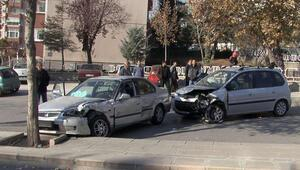 Üniversiteliler kaza yaptı