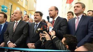Vali konuşmaya hazırlanırken sunucu Bilal Erdoğan'ın adını anons etti