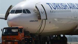 Katmandu havalimanı sonunda hava ulaşımına açıldı