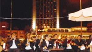 Taksim bayrama Balık Ayhan ile girecek
