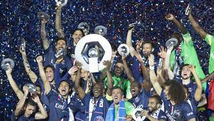 PSG kupasını kaldırdı