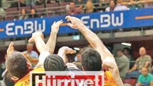 Skandal... Galatasarayı yaktılar