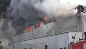 Fabrika alev alev yandı