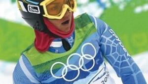 Pembe türbanlı kayakçı
