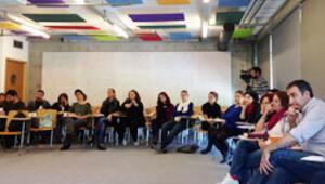 Öğretmenler, toplumsal sorunları sınıf ortamında tartışmayı öğreniyor