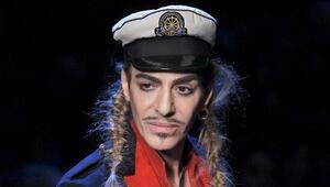 Galliano moda dünyasına geri döndü