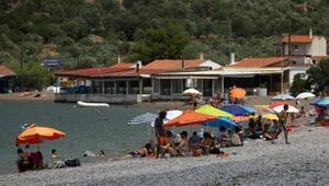 Yunanistanda yeni vergiler öncesi halk tatil bölgelerine akın etti