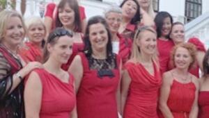 """İngiltere Büyükelçiliği'nde """"Kırmızılı Kadın""""lar"""
