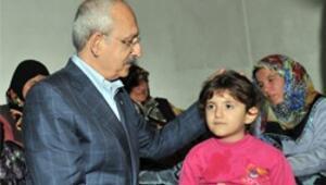 Selde iki kardeşi ölen Azime yaşadıklarını Kılıçdaroğluna anlattı