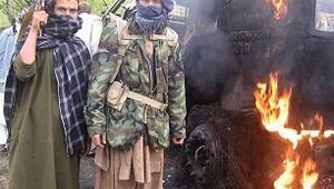 Taliban militanlarından hatıra pozu