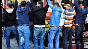 Davutoğlu Bitliste konuştu, HDPliler sırtlarını dönüp protesto etti